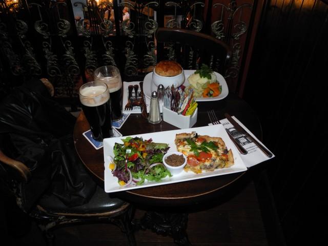 Manche Pubs können auch vegetarisch, so wie das Oval mit einer köstlichen Vegetable Pie.