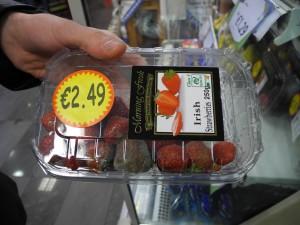 Schimmlige Erdbeeren im SPAR