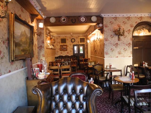 Besonders toll zum Frühstück: ein kleines Café mit Namen Lunch! auf der Lombard Street.